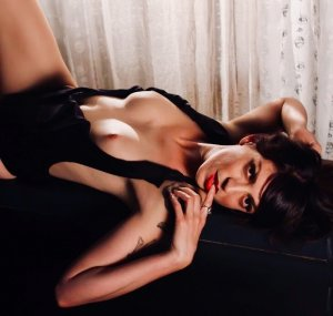 Gilonne tantra massage in Carlisle